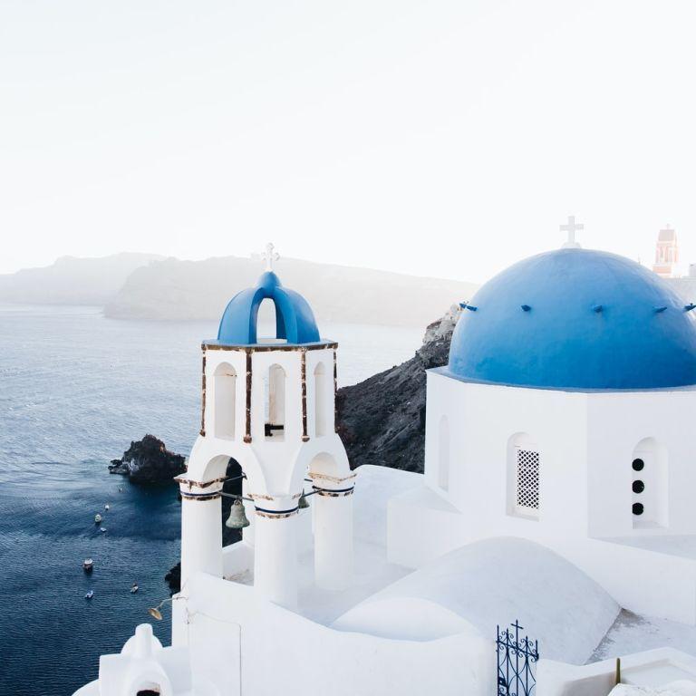 Греция в разгар летнего сезона вводит жесткие карантинные ограничения: какие именно