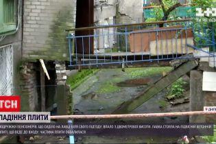 Новости Украины: почему пенсионеры из Днепра упали с 2-метровой высоты