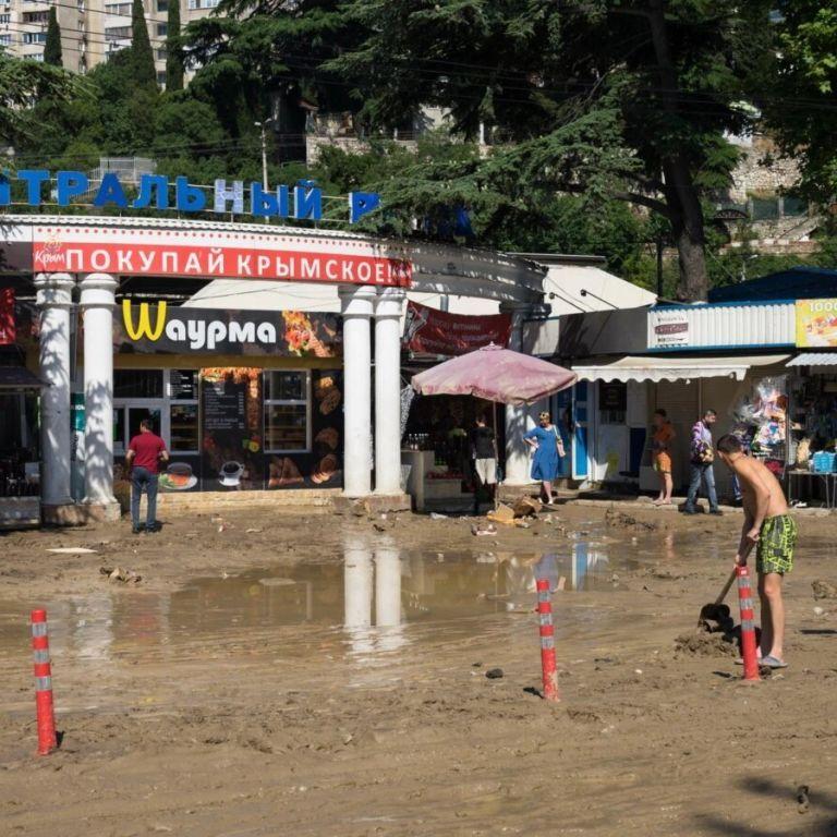 Потоп в Крыму: в аннексированной Ялте одного из пропавших без вести нашли живым