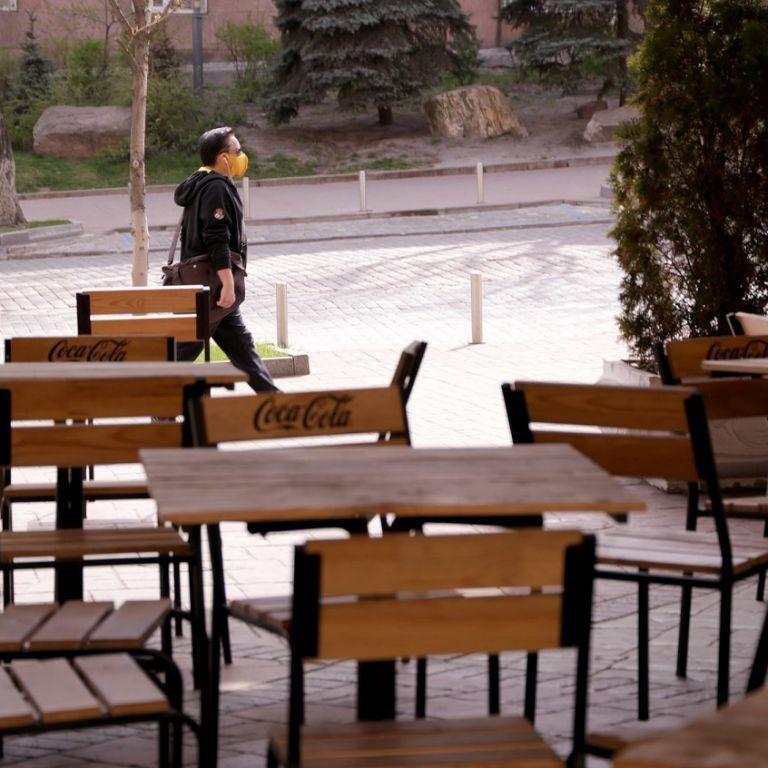 С кастрюлями на майданы: украинские рестораторы выходят на протест