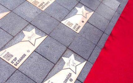 У Києві поповнення на Площі зірок: чиї імена з'явилися на золотих табличках
