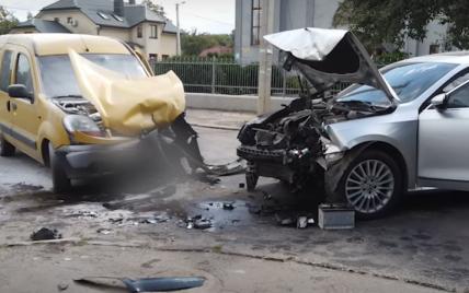 В Ровно мужчина совершил ДТП и полностью разделся, убегая от полиции: в его авто был пистолет