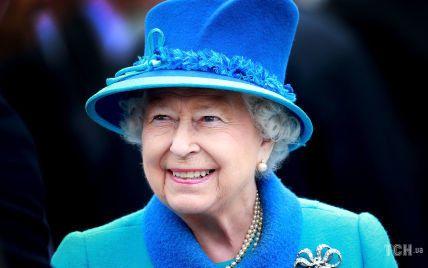 С брошью прапрабабушки: особенный выход королевы Елизаветы II