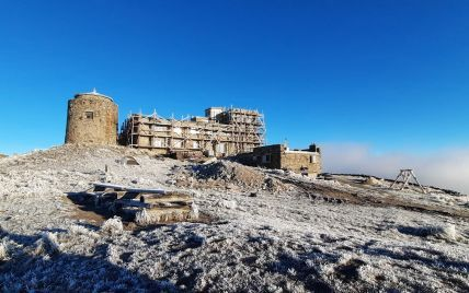 Холодно, але дуже красиво: на високогір'ї Карпат вдарив мороз (фото)