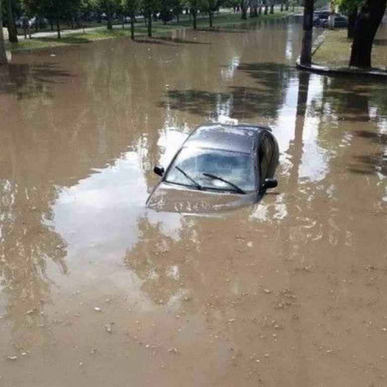 Непогода в Николаеве: потоп парализовал улицы города