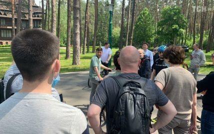 Зеленский в Залесье начал встречу с журналистами: президент пересел на велосипед