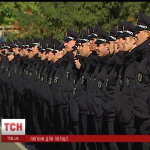 У Львові невідомі з житлової 9-поверхівки стріляли у поліцейських