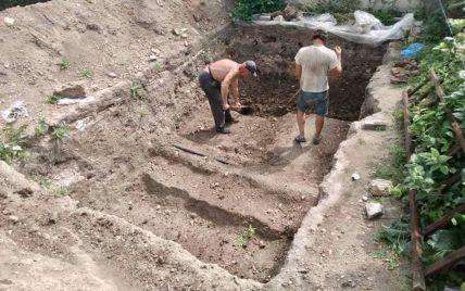 У центральній частині Вишгорода виявили старовинне кладовище і храм (фото)