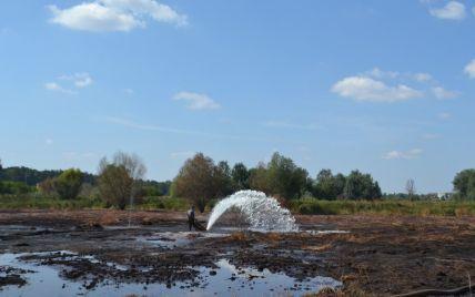 Под Киевом до сих пор тушат более ста гектаров торфяников