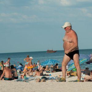 В Кирилловке у ребенка спина стала красной после укуса медузы: правила безопасности на море