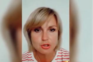 """Пригрозила та заявила, що це - """"фейк"""": українка, яка показово викинула паспорти України, записала звернення"""
