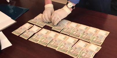 Глава Фонда госимущества по Киевской области и его заместитель попались на взятке в 32 тыс. грн