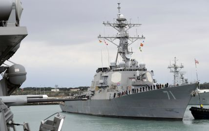 Американский эсминец с управляемыми ракетами вошел в Черное море