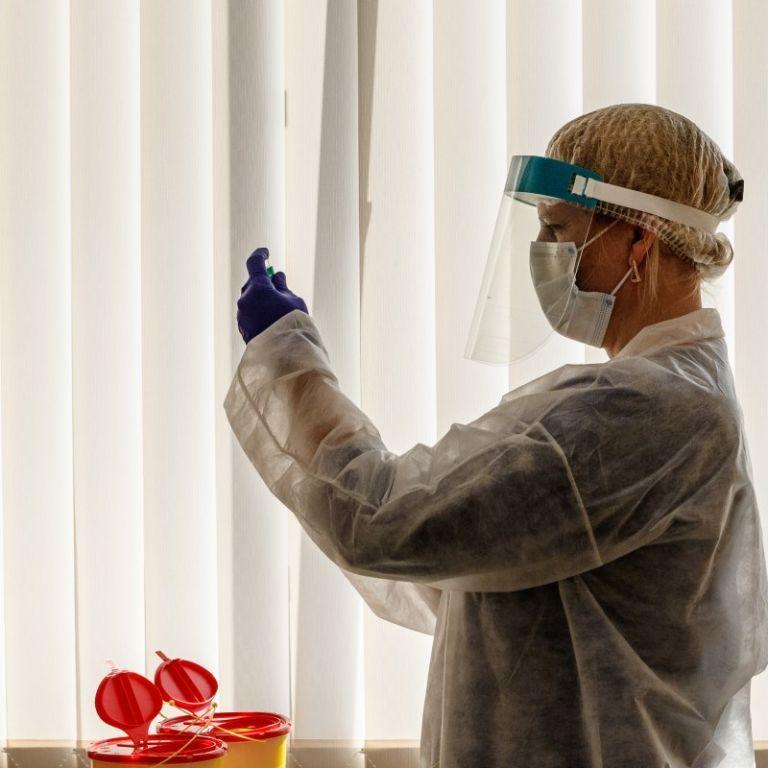 За добу від коронавірусу вакцинували понад 2 тисячі українців, одна область залишилась без щеплень