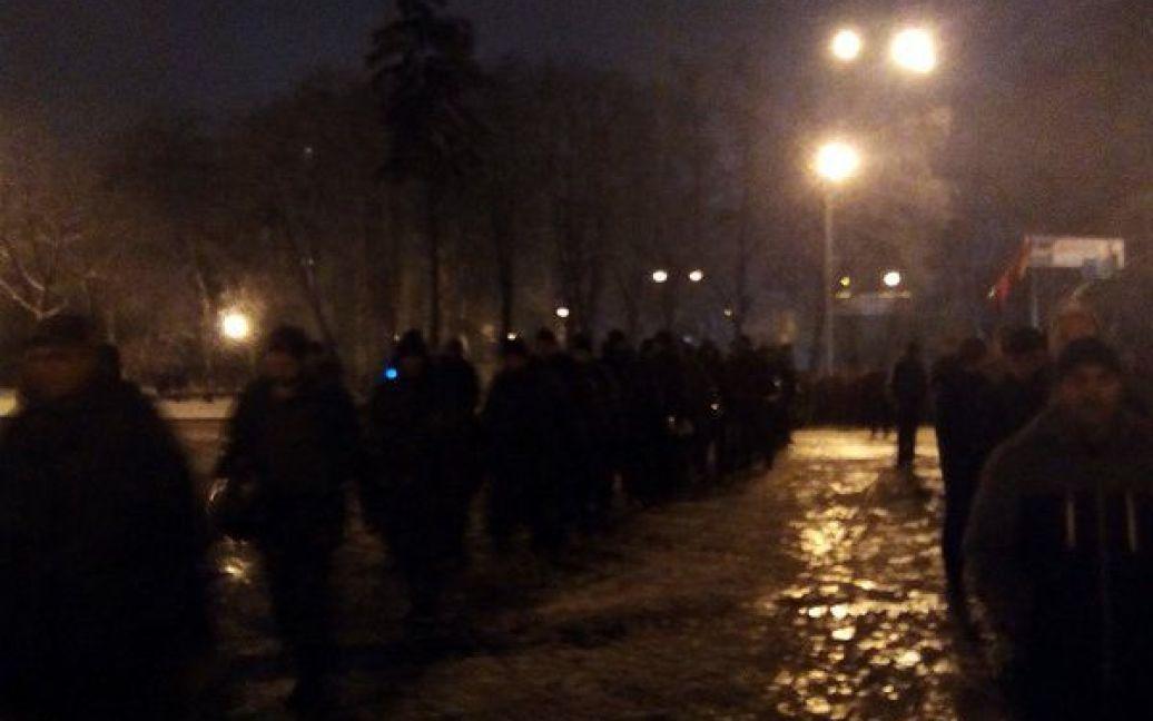 Возле офиса Ахметова второе воскресенье подряд происходят беспорядки. / © twitter.com/VilniyU
