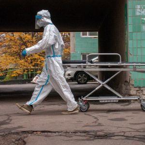 Новий антирекорд: за добу від коронавірусу в Україні померло найбільше хворих від початку пандемії