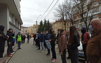 Во Львове из-за бизнеса Медведчука пикетировали СБУ (фото)