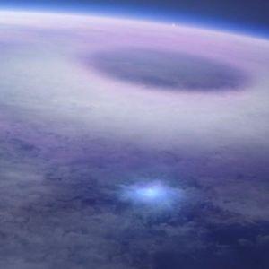"""Неймовірне явище: з борту космічної станції зняли """"ельфів"""" і """"сині струмені"""""""