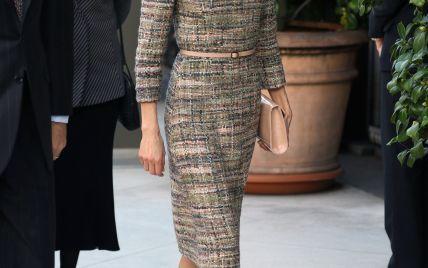 Королева Летиция подчеркнула фигуру красивым твидовым нарядом