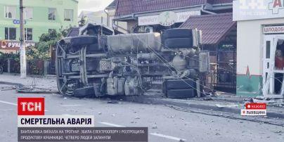 Новини України: поблизу Львова вантажівка врізалася в крамницю – 4 людини загинули