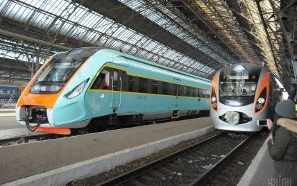 """""""Укрзалізниця"""" змінює розклад руху семи потягів через перехід на літній час"""