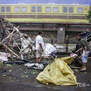 На Індію налетів потужний циклон: сильна негода на тлі пандемії