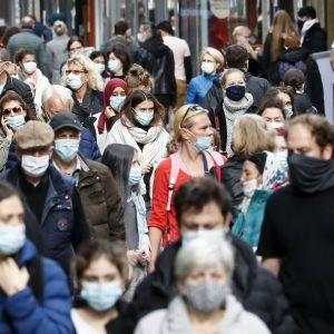 """Де українці інфікуються коронавірусом: лікар назвав """"найпопулярніші"""" місця"""