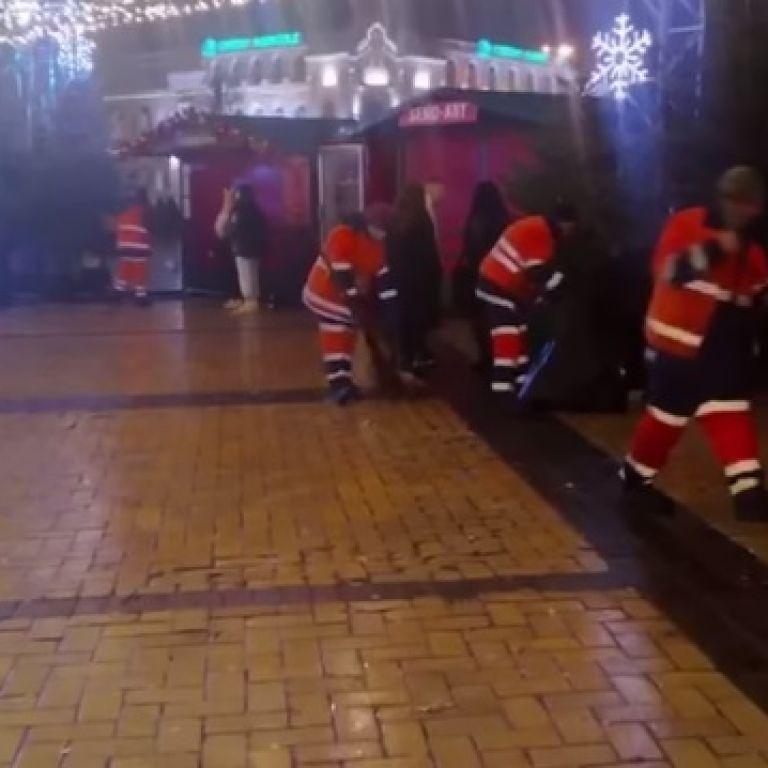 Після новорічної ночі  з Софійської площі вивезли 83 кубометри сміття