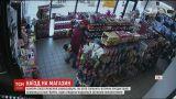 У Нью-Йорку машина врізалася в продуктовий магазин з покупецем