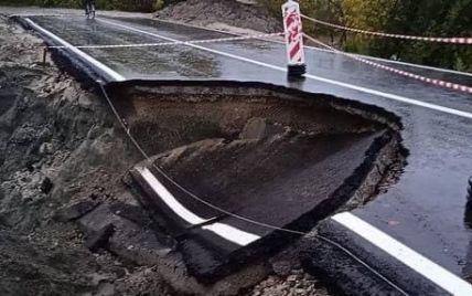 Открывали с оркестром неделю назад: в России новую дорогу размыло дождями