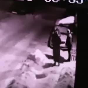 В Дрогобыче гранатой разорвало насмерть двоих мужчин и тяжело травмировало женщину: видео момента взрыва