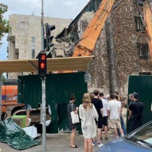 """Демонтаж будівлі """"Квіти України"""" в Києві наразі зупинили: що далі"""