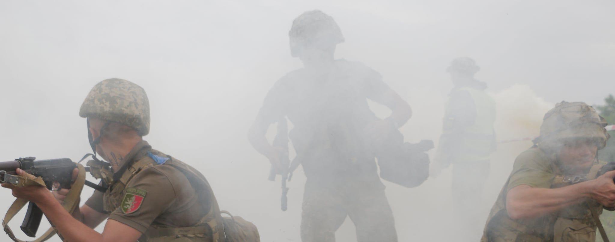 У Пісках окупанти запустили ракету в автокран, який відновлював цивільну інфраструктуру: загинув військовий