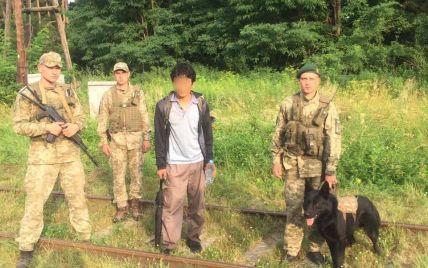 Подалися шукати кращої долі в ЄС: двоє турків і виходець з КНДР хотіли незаконно перетнути кордон України