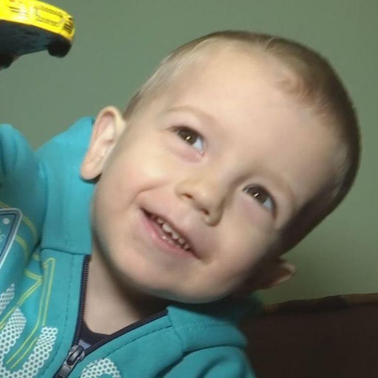 На новогоднее чудо надеется больной 3-летний Олег
