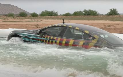 Tesla Model S занурили на два метри у воду: що сталося з електрокаром