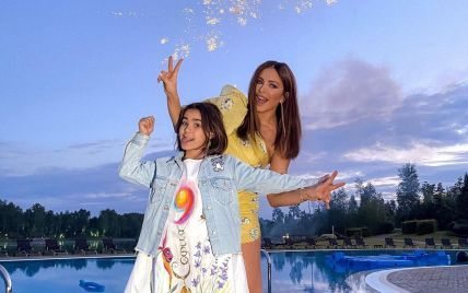 Ани Лорак показалась с дочкой в одинаковых купальниках на отдыхе в Турции