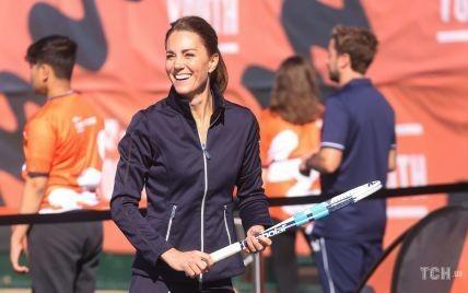 В мини-юбке и с ракеткой: герцогиня Кембриджская поиграла в теннис