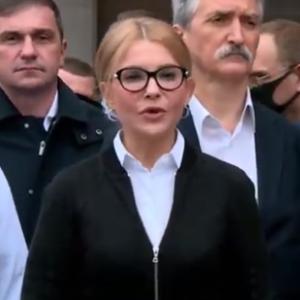 У жакеті з блискавкою та спідниці-олівці: Юлія Тимошенко виступила на брифінгу