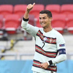 """""""Конфликт"""" Роналду и Coca-Cola: УЕФА отреагировал на действия футболиста во время Евро-2020"""