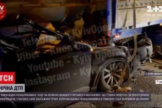 Новости Украины: ночью в Киеве внедорожник на скорости влетел в фуру