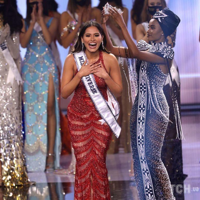 """Розкішні сукні і сльози переможниць: як минув фінал конкурсу """"Міс Всесвіт-2021"""""""