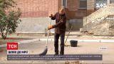 Новини України: херсонський двірник збирає гроші на участь у омріяних змаганнях з боротьби