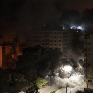 Ракети падали посеред вулиць: у Мережі показали наслідки обстрілів між Ізраїлем та ХАМАС (фото, відео)