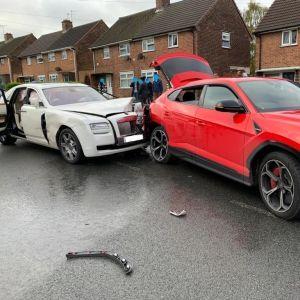 ДТП на понад пів мільйона доларів: у Великій Британії Rolls-Royce врізався у Lamborhini