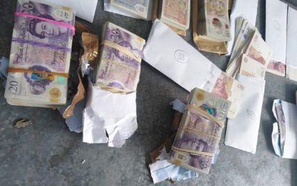 Украинец вез через границу валюту в коробках (фото)