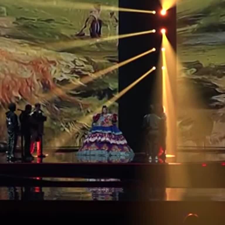 """""""Євробачення-2021"""": з'явилося відео першої репетиції представниці Росії у величезній сукні"""