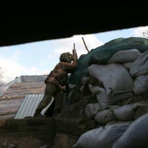 Террористы на Донбассе активизировали свои обстрелы: тяжело ранен боец ООС, поврежден гражданский дом