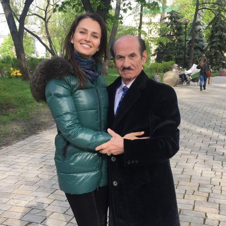 Внучка Григория Чапкиса прокомментировала его смерть и показала фото с ним в парке