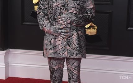 """В костюме от Gucci и с эффектным маникюром: Билли Айлиш на """"Грэмми-2021"""""""